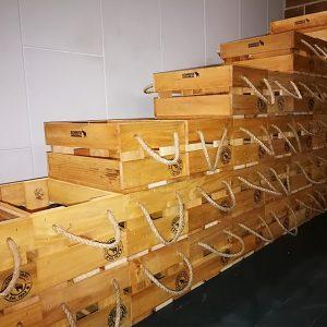 Koka kastes suvenīriem