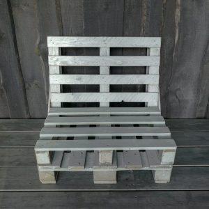 Krēsli no paletēm