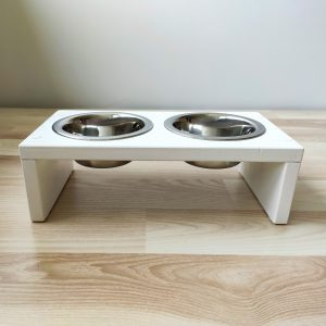Pet feeding table stand