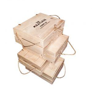 Koka kastes ar džutas auklu